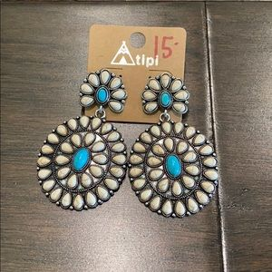 Atipi earrings